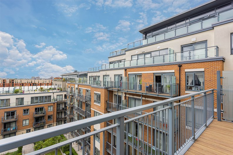 3 bedroom(s) apartment to sale in Boulevard Drive, Colindale, London-image 20