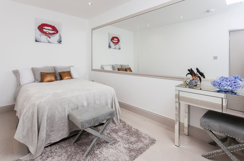 3 bedroom(s) apartment to sale in Montpelier Road, Ealing-image 23