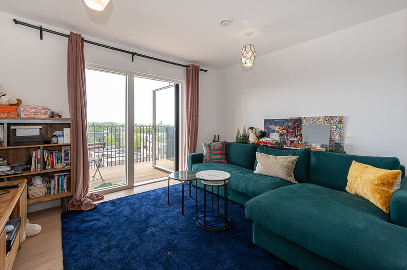 2 bedroom(s) apartment to sale in Eastern Point, Edgware Road, London-image 9