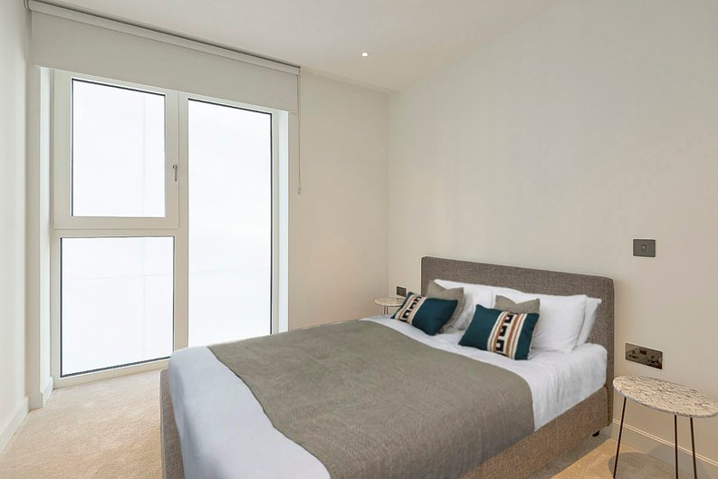 2 bedroom(s) apartment to sale in Fountain Park Way, White City, London-image 3