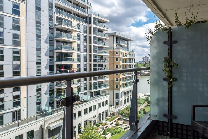 2 bedroom(s) apartment to sale in Regal House, Lensbury Avenue, Imperial Wharf, London-image 4