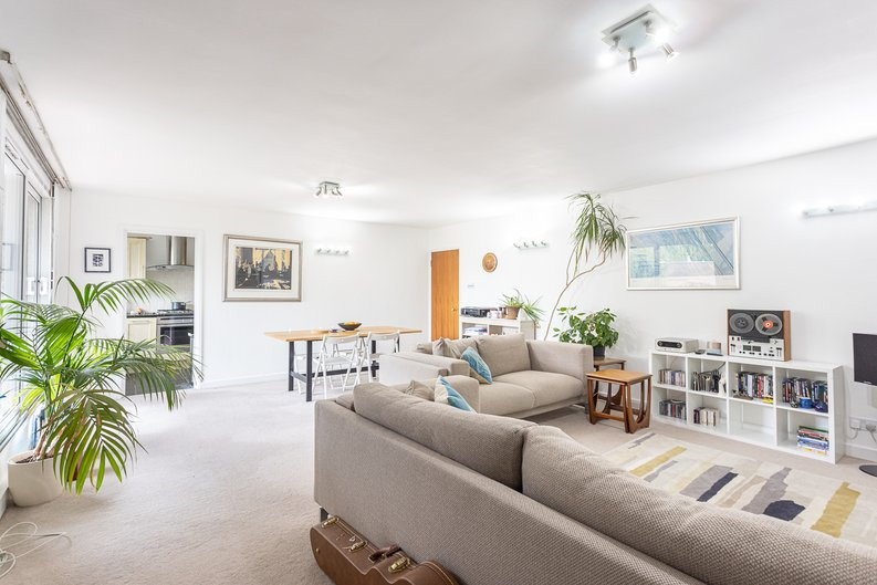 2 bedroom(s) apartment to sale in Imperial Court, Shepherds Hill, Highgate, London-image 7