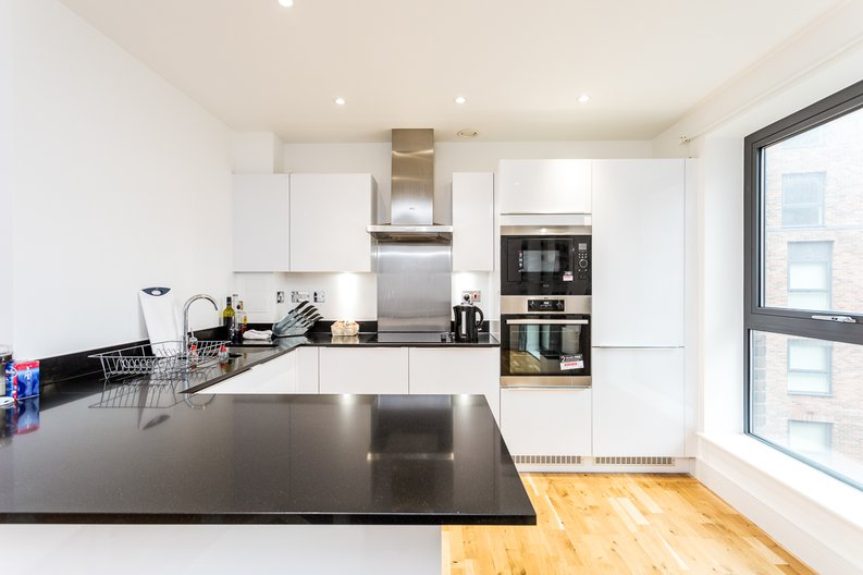 1 bedroom(s) apartment to sale in Cityview Point, Leven Road, Poplar-image 4