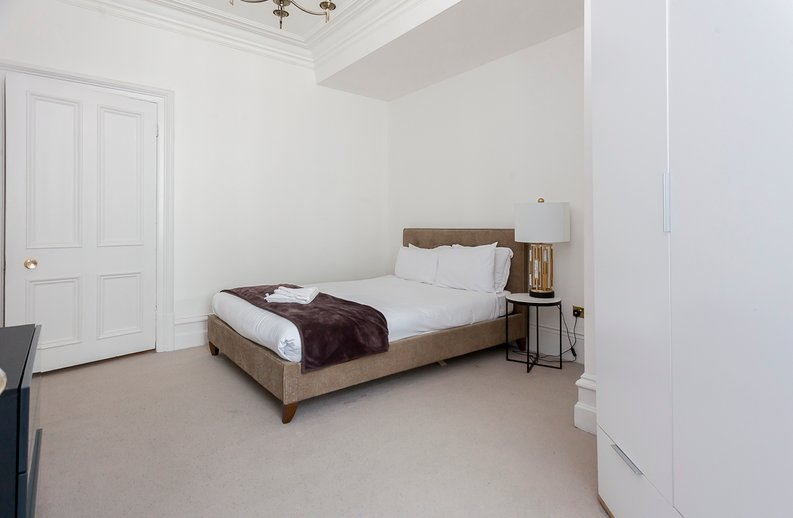 2 bedroom(s) apartment to sale in Park Mansions, Knightsbridge-image 4