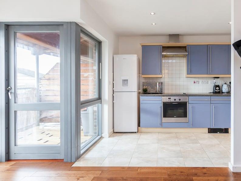 1 bedroom(s) apartment to sale in Martlesham Walk, Colindale-image 8