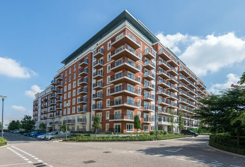 2 bedroom(s) apartment to sale in Goldhawk House, Beaufort Square, Colindale-image 5
