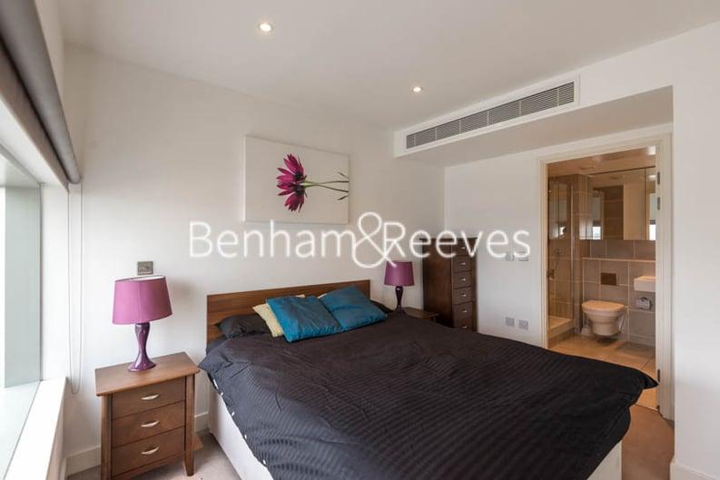 2 bedroom(s) apartment to sale in Landmark West Tower,, 22 Marsh Wall, London-image 3