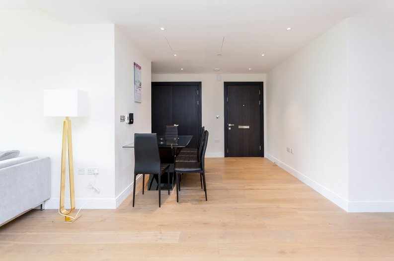 2 bedroom(s) apartment to sale in Cascade Court, Vista Chelsea Bridge, Battersea-image 11