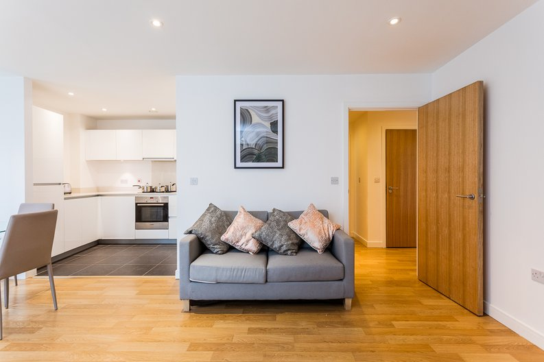 2 bedroom(s) apartment to sale in Riverside Apartments, Goodchild Road, Woodberry Down, Manor House-image 4