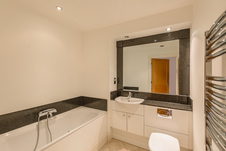 2 bedroom(s) apartment to sale in The Boulevard, Fulham, London-image 4