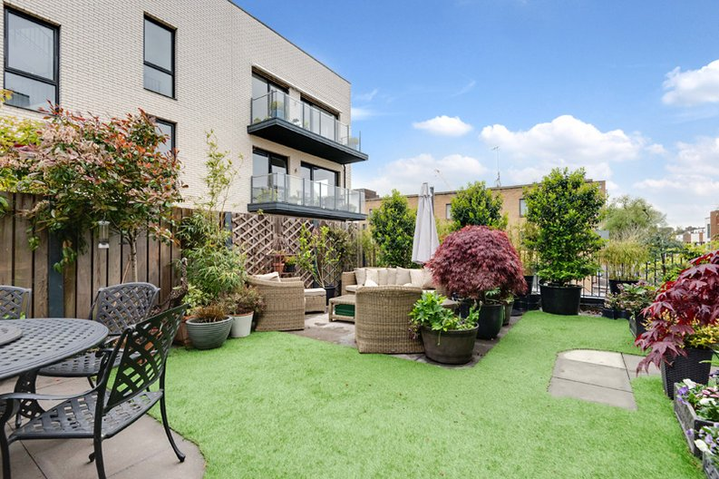 2 bedroom(s) apartment to sale in Regis Place, 10 Llanvanor Road, Childs Hill, London-image 7