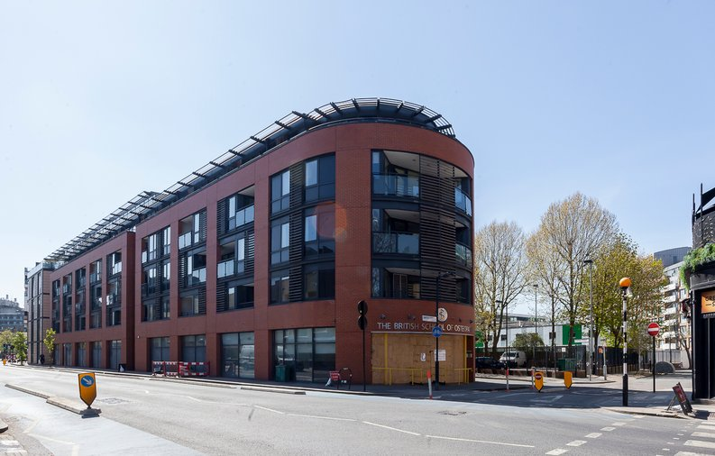 2 bedroom(s) apartment to sale in Cuthbert House, 94 Southwark Bridge Road, Brigade Court, London-image 4