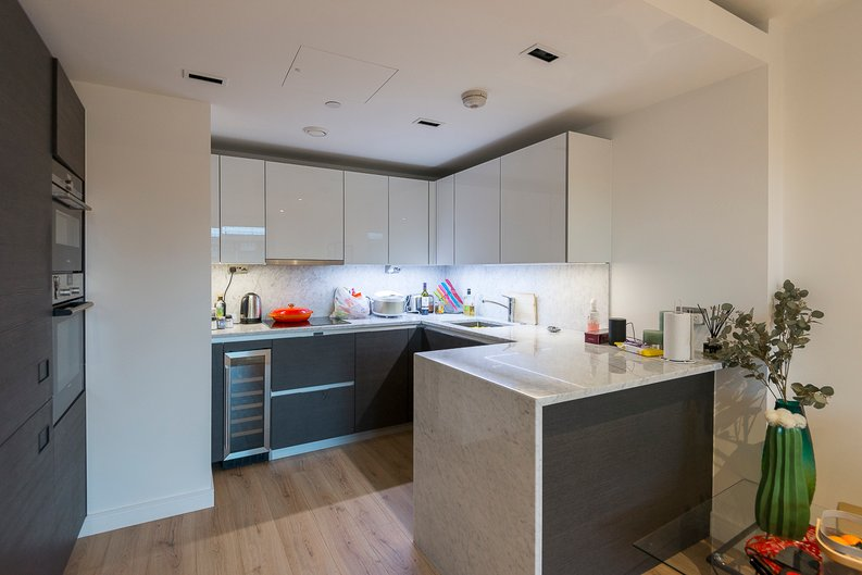 2 bedroom(s) apartment to sale in Montpellier House, Glenthorne Road, Hammersmith, London-image 3