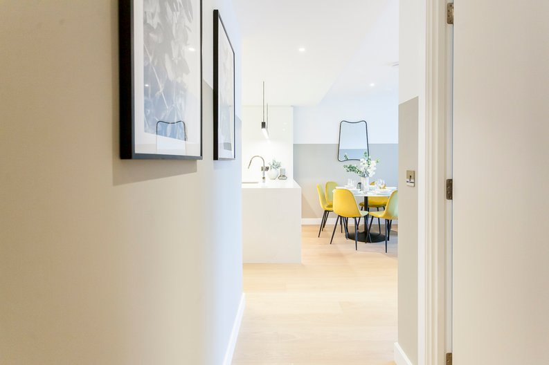 2 bedroom(s) apartment to sale in Fountain Park Way, London-image 11