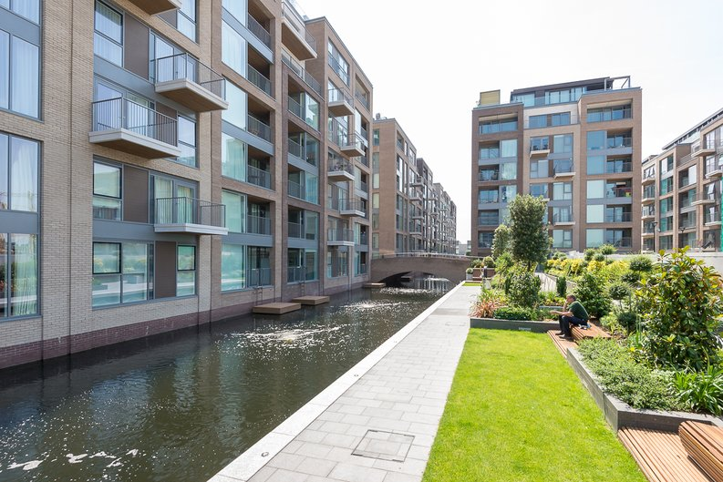 3 bedroom(s) apartment to sale in Doulton House, Park Street, Chelsea Creek-image 14
