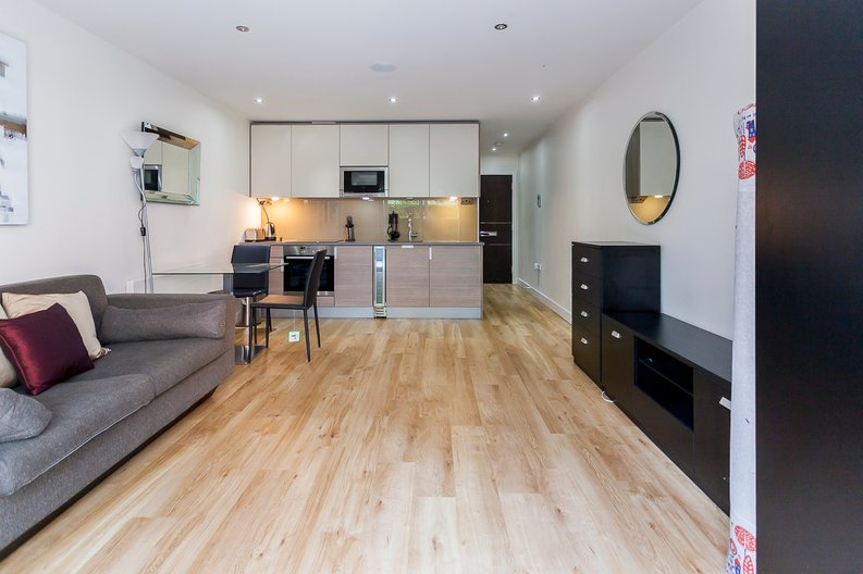 Studio apartment to sale in Boulevard Drive, Colindale, London-image 6