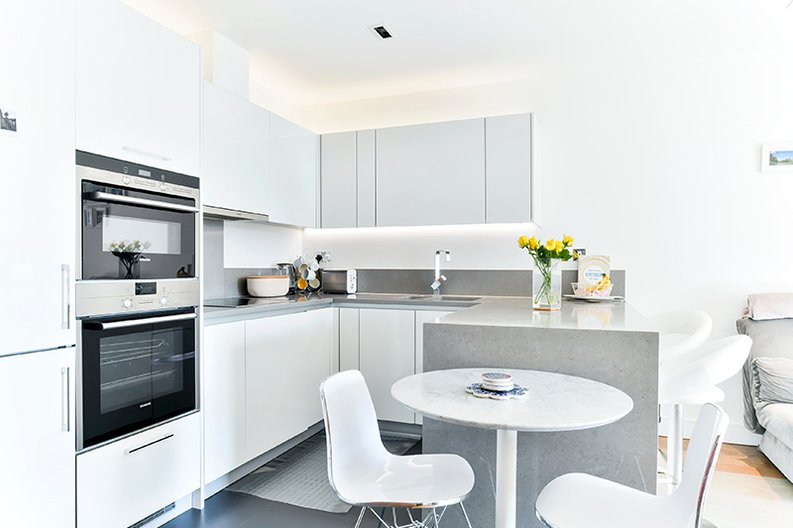 2 bedroom(s) apartment to sale in Belgravia House, Dickens Yard, Ealing, London-image 4