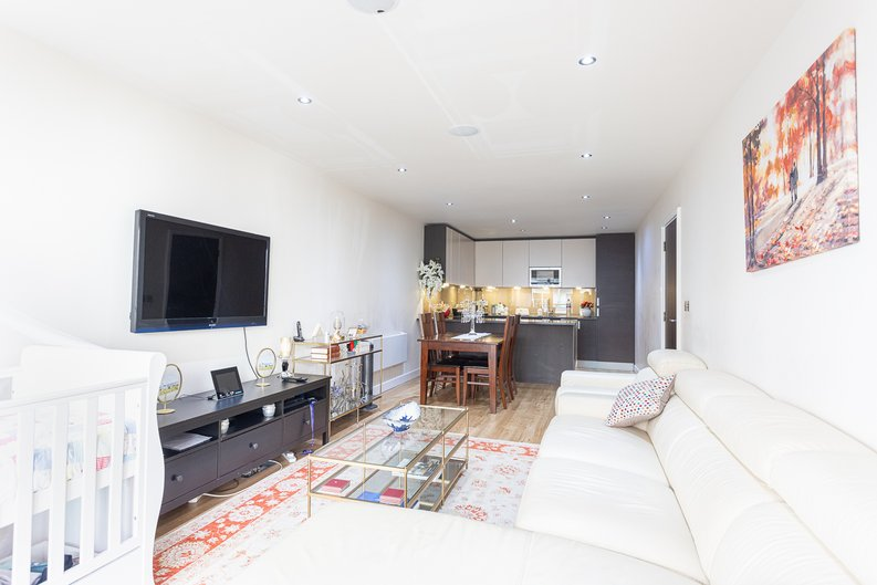 2 bedroom(s) apartment to sale in Boulevard Drive, Colindale, London-image 11