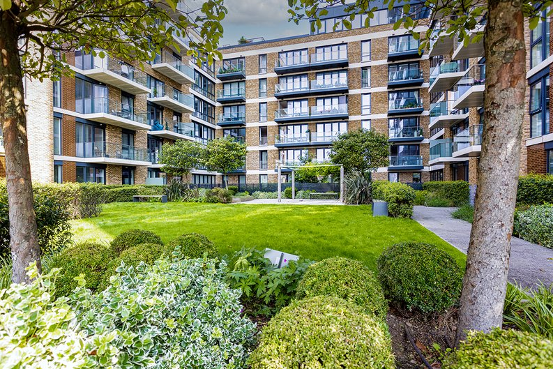 2 bedroom(s) apartment to sale in Victory Parade, Woolwich, London-image 20