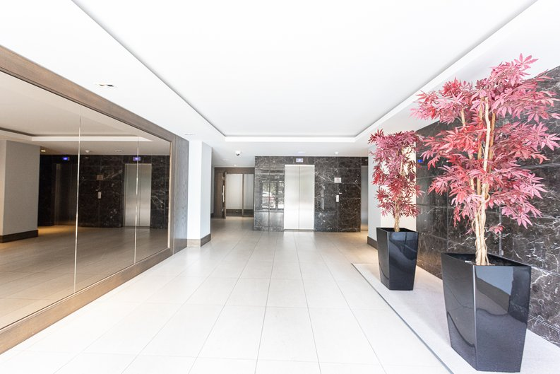 2 bedroom(s) apartment to sale in Beaufort Square, Colindale, London-image 13