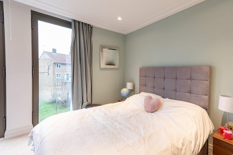 2 bedroom(s) apartment to sale in Queens Wharf, Crisp Road, Hammersmith-image 9