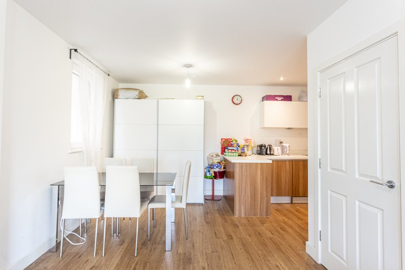 3 bedroom(s) apartment to sale in Sunflower Court, Seven Sisters Road, Finsbury Park, London-image 6