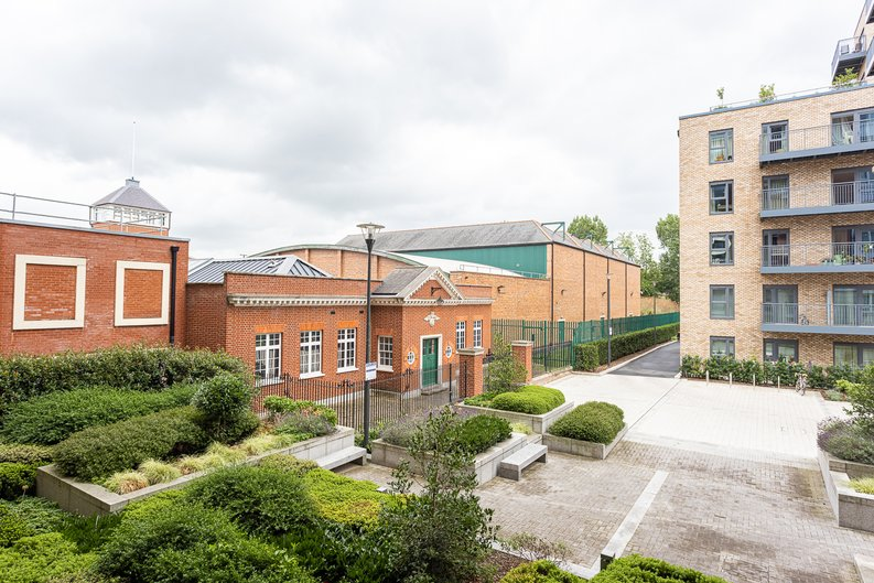 2 bedroom(s) apartment to sale in Beaufort Square, Colindale, London-image 12