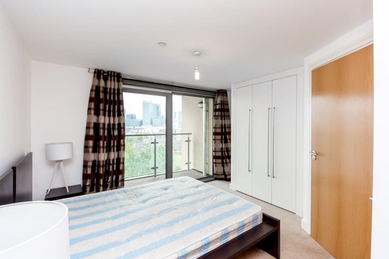 2 bedroom(s) apartment to sale in Craig Tower, Aqua Vista Square, Bow-image 3