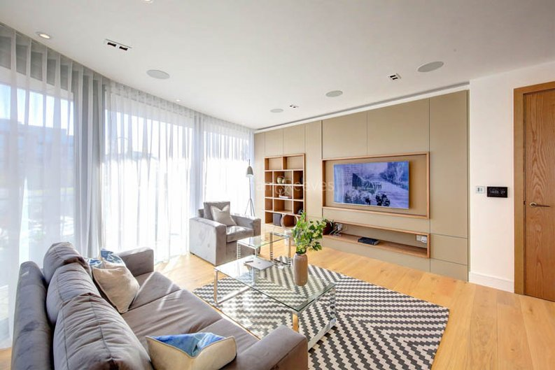2 bedroom(s) apartment to sale in Goldhurst House, Parr's Way, Fulham-image 1