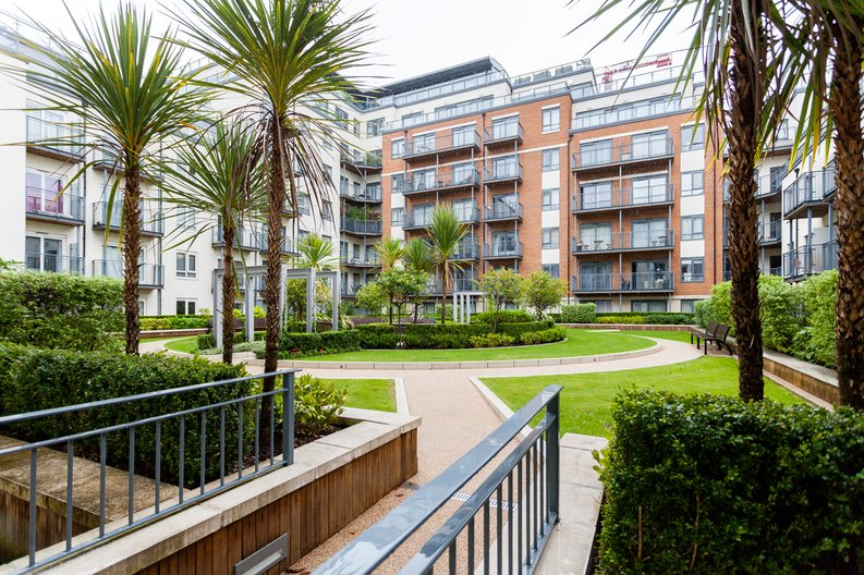 1 bedroom(s) apartment to sale in Curtiss House, Heritage Avenue, Beaufort Park, Colindale-image 9