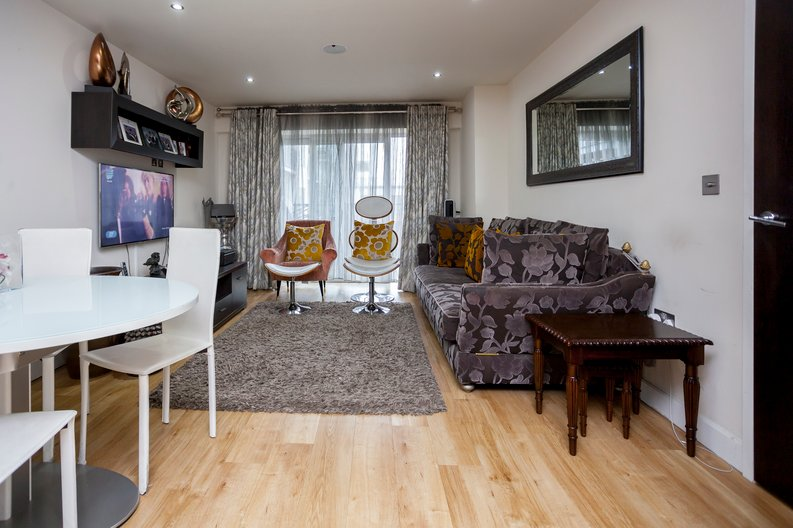 3 bedroom(s) apartment to sale in Cavendish House, Boulevard Drive, Beaufort Park, Colindale-image 2
