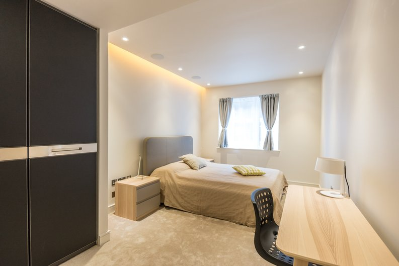 3 bedroom(s) apartment to sale in Brunswick House, Parr's Way, Fulham Reach, London-image 2