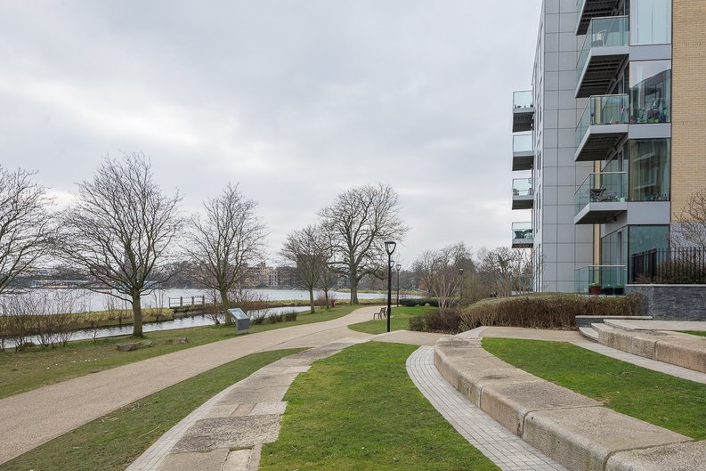 1 bedroom(s) to sale in The Hartingtons, Woodberry Down, Finsbury Park-image 2