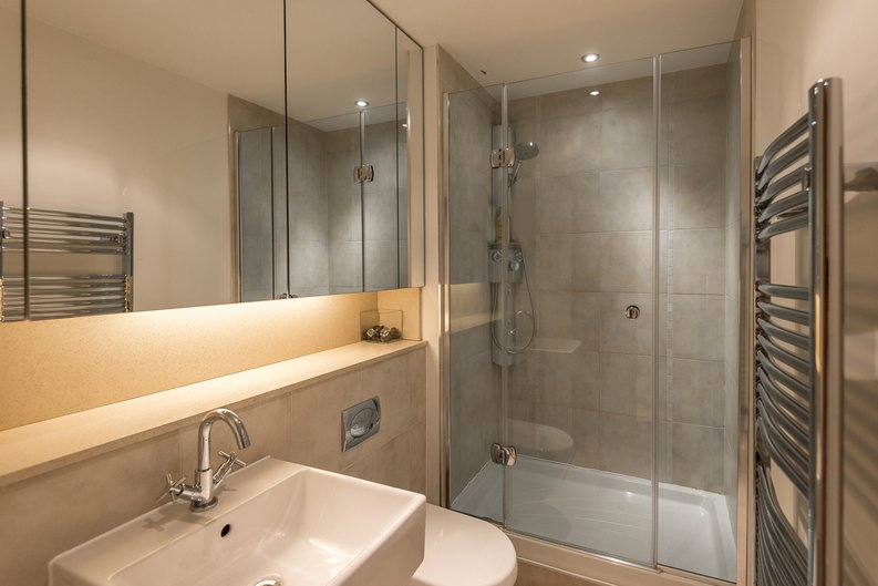 3 bedroom(s) apartment to sale in Courtyard House, Lensbury Avenue, Fulham-image 6