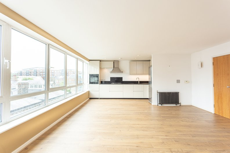 2 bedroom(s) apartment to sale in Hopton Road, Woolwich, London-image 7