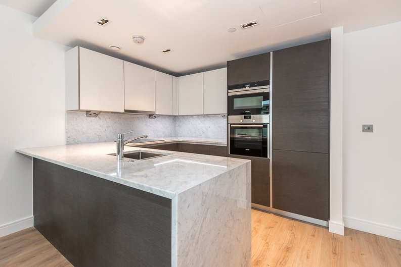 2 bedroom(s) apartment to sale in Lancaster House, Sovereign Court, Hammersmith, London-image 2