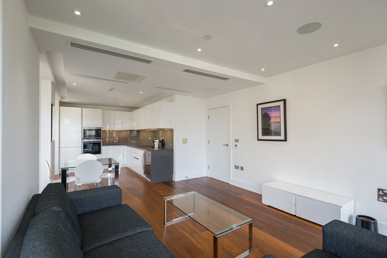 2 bedroom(s) apartment to sale in Westbourne Apartments , Central Avenue, Fulham Riverside, London-image 9