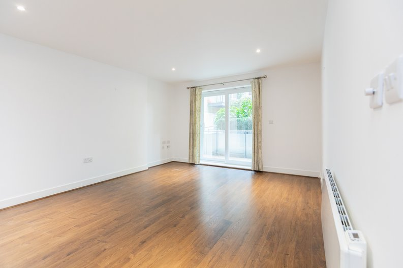 2 bedroom(s) apartment to sale in Napier House, Bromyard Avenue, London-image 4