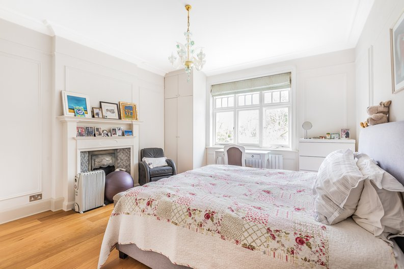 4 bedroom(s) apartment to sale in Bracknell Gardens, Hampstead, London-image 3