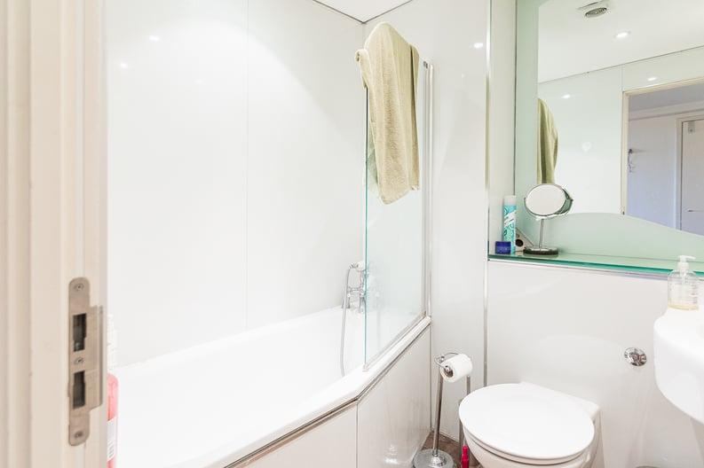 2 bedroom(s) apartment to sale in Westminster Bridge Road, Lambeth, London-image 4