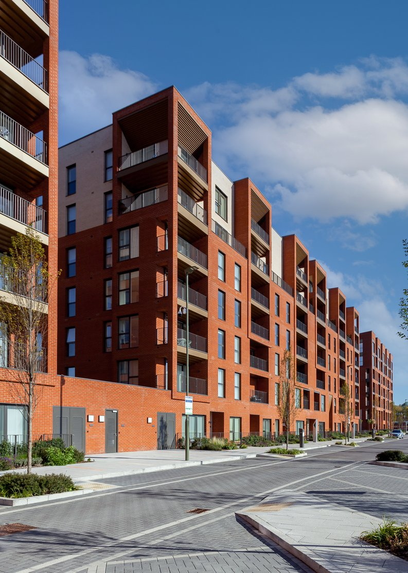 2 bedroom(s) apartment to sale in Lismore Boulevard, London-image 13