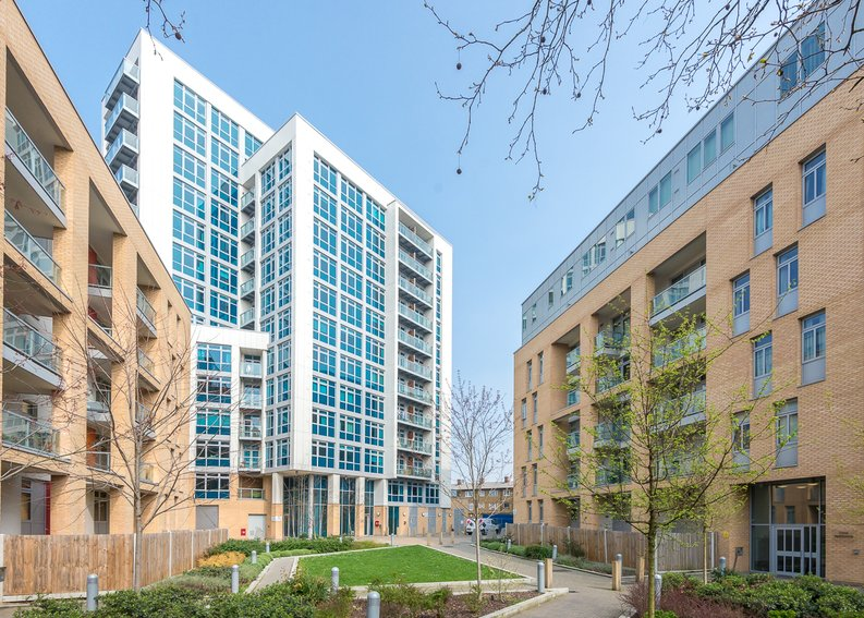1 bedroom(s) apartment to sale in Iona Tower, 33 Ross Way, Limehouse-image 5