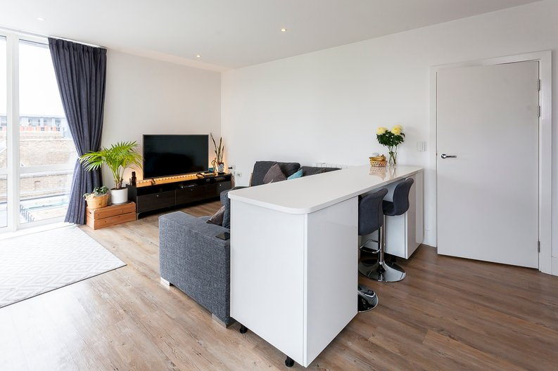 2 bedroom(s) apartment to sale in Cadet House, Victory Parade, Plumstead Road, Woolwich, London-image 5