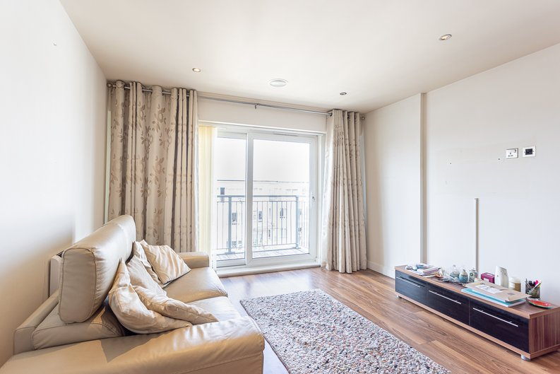 2 bedroom(s) apartment to sale in Heritage Avenue, London-image 12