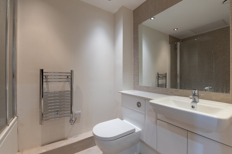 1 bedroom(s) apartment to sale in East Drive, London-image 4