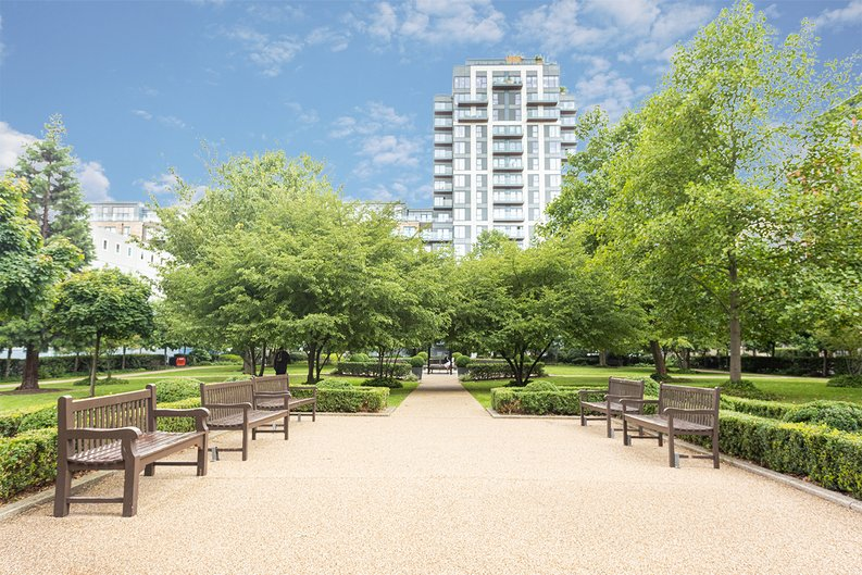 2 bedroom(s) apartment to sale in Beaufort Square, Colindale, London-image 15