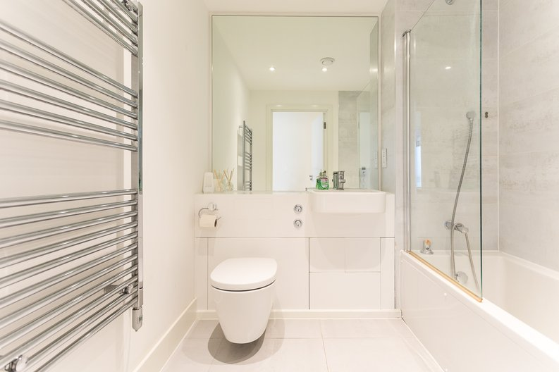 2 bedroom(s) apartment to sale in Bodiam Court, Park Royal-image 12
