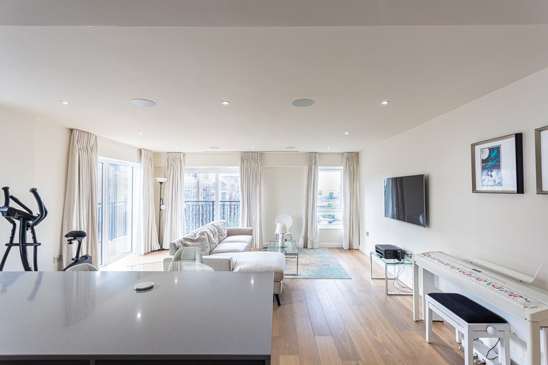 2 bedroom(s) apartment to sale in Beaufort Square, Colindale, London-image 17