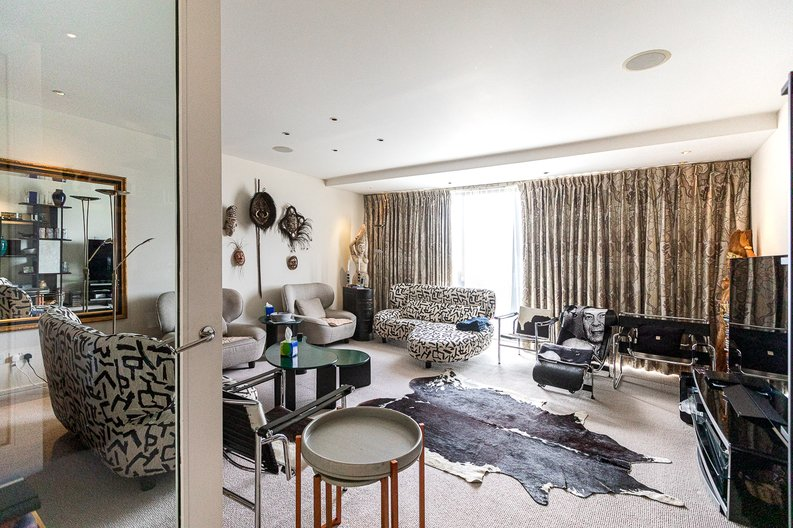 3 bedroom(s) apartment to sale in Cromwell Road, South Kensington, London-image 1