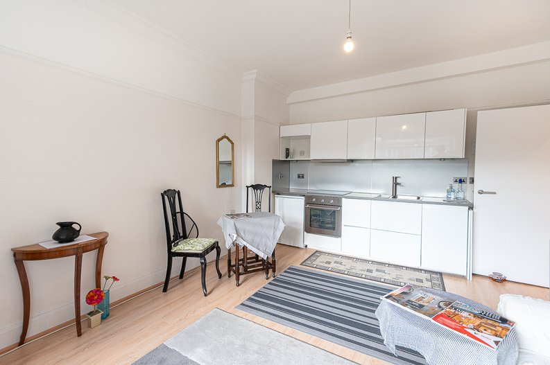 2 bedroom(s) apartment to sale in Cholmeley Park, Highgate Village, London-image 12